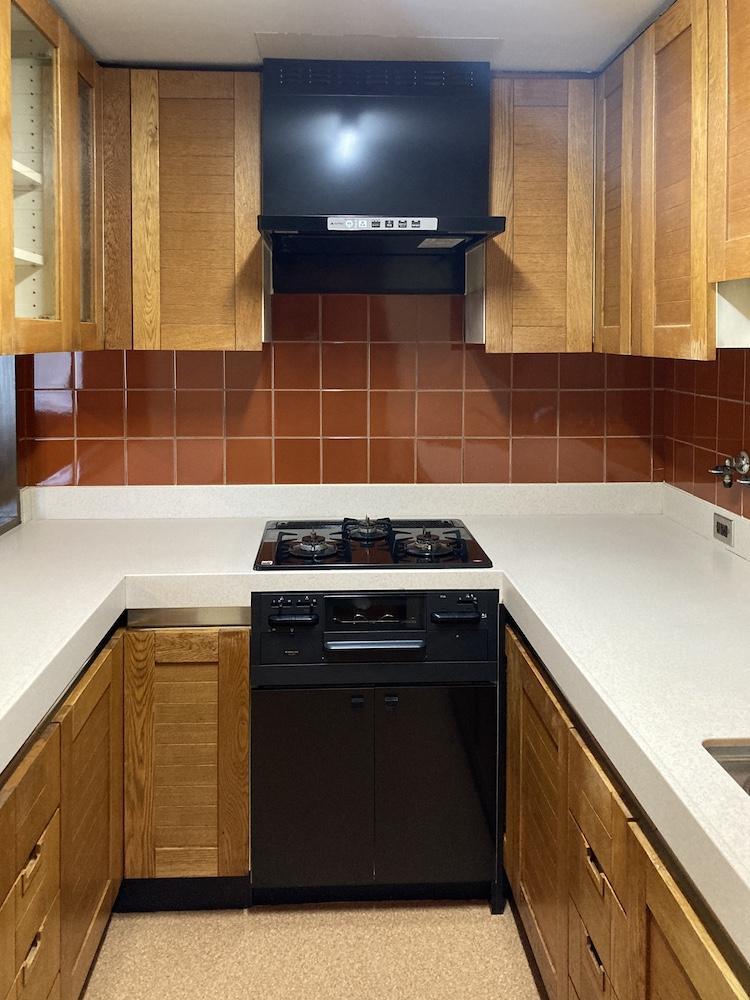 キッチンの収納扉とタイルの色の組み合わせが絶妙