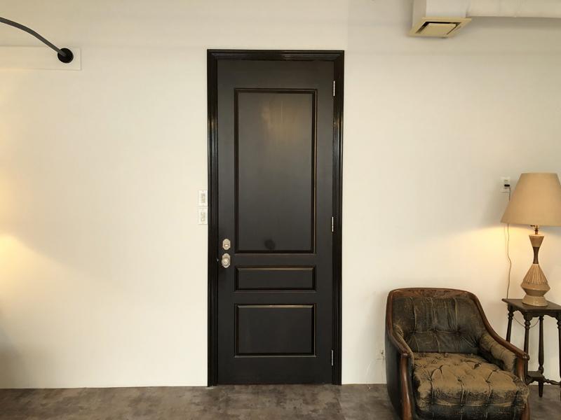 重厚な雰囲気な扉