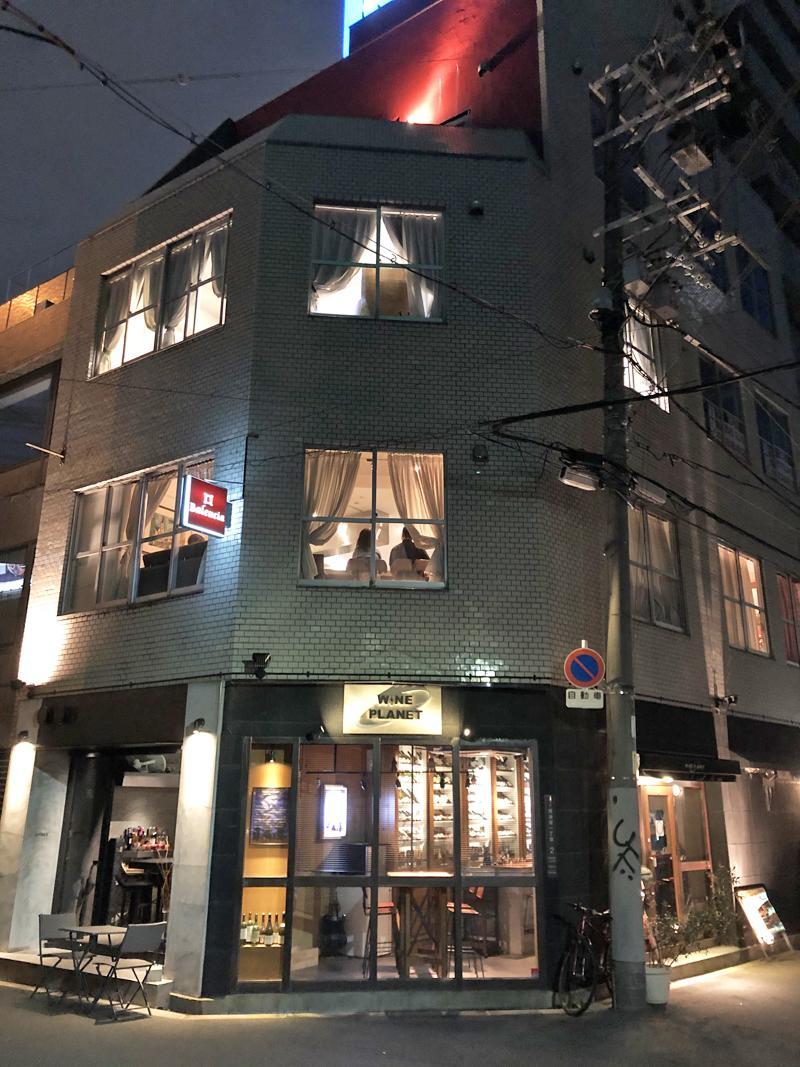 夜のライトアップが建物を引き立てます