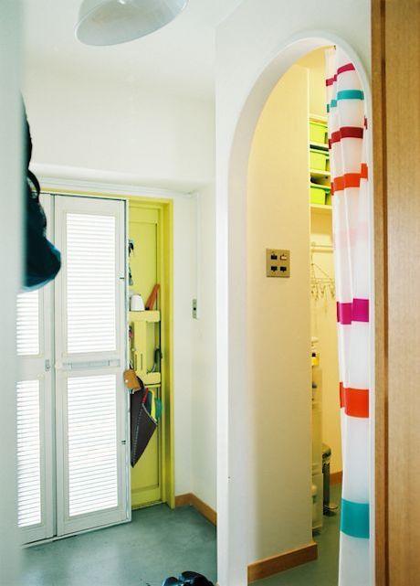 洗面へのアーチの入り口が可愛い!