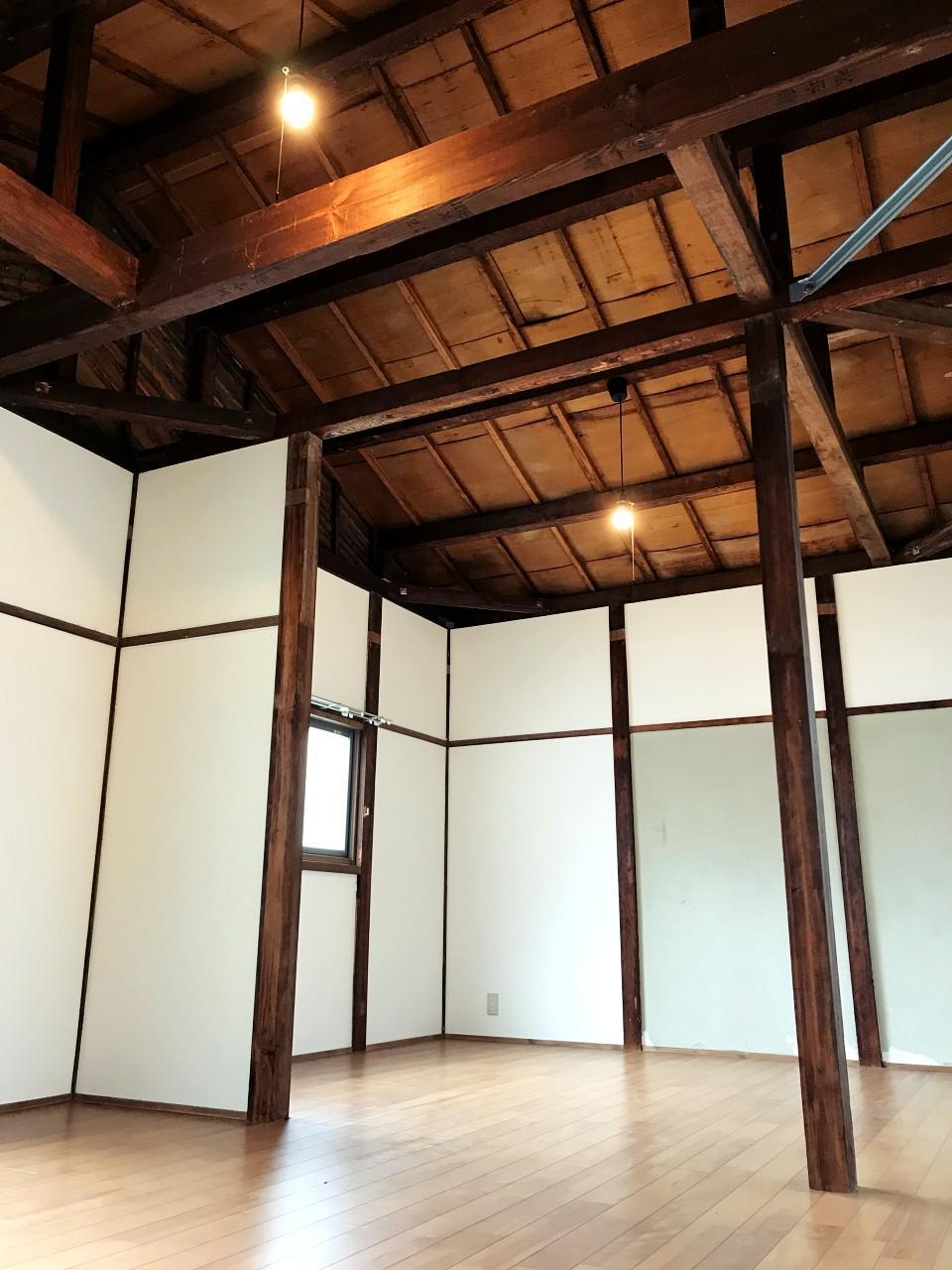 小屋組現しの2階天井