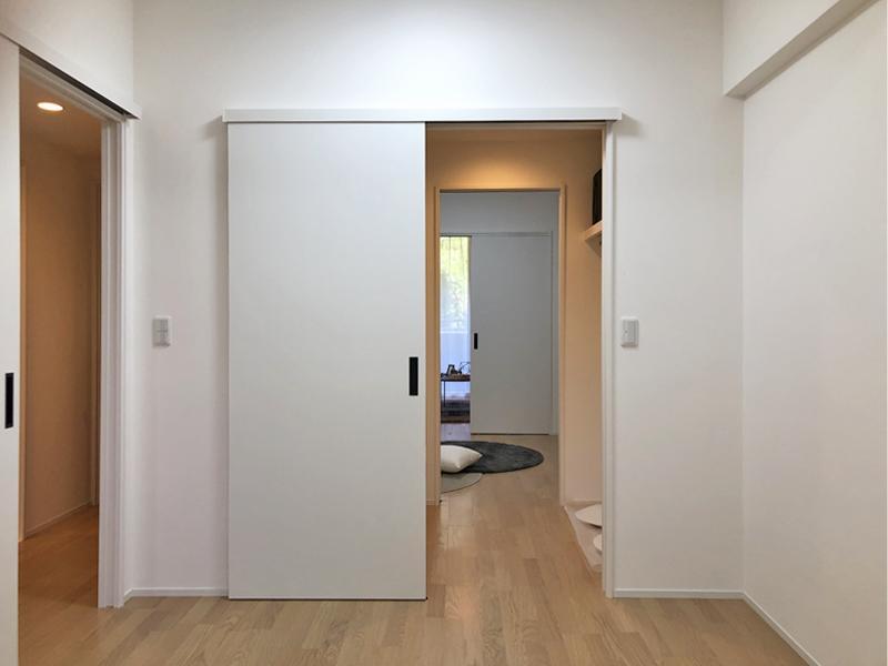 ウォークスルークロゼットで2室がつながる動線