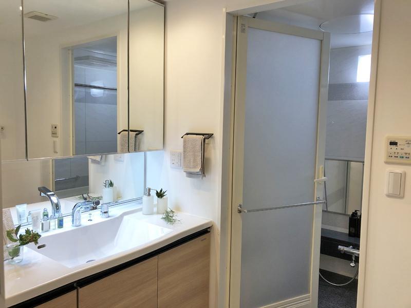 朝の支度も余裕がありそうな広い洗面スペース