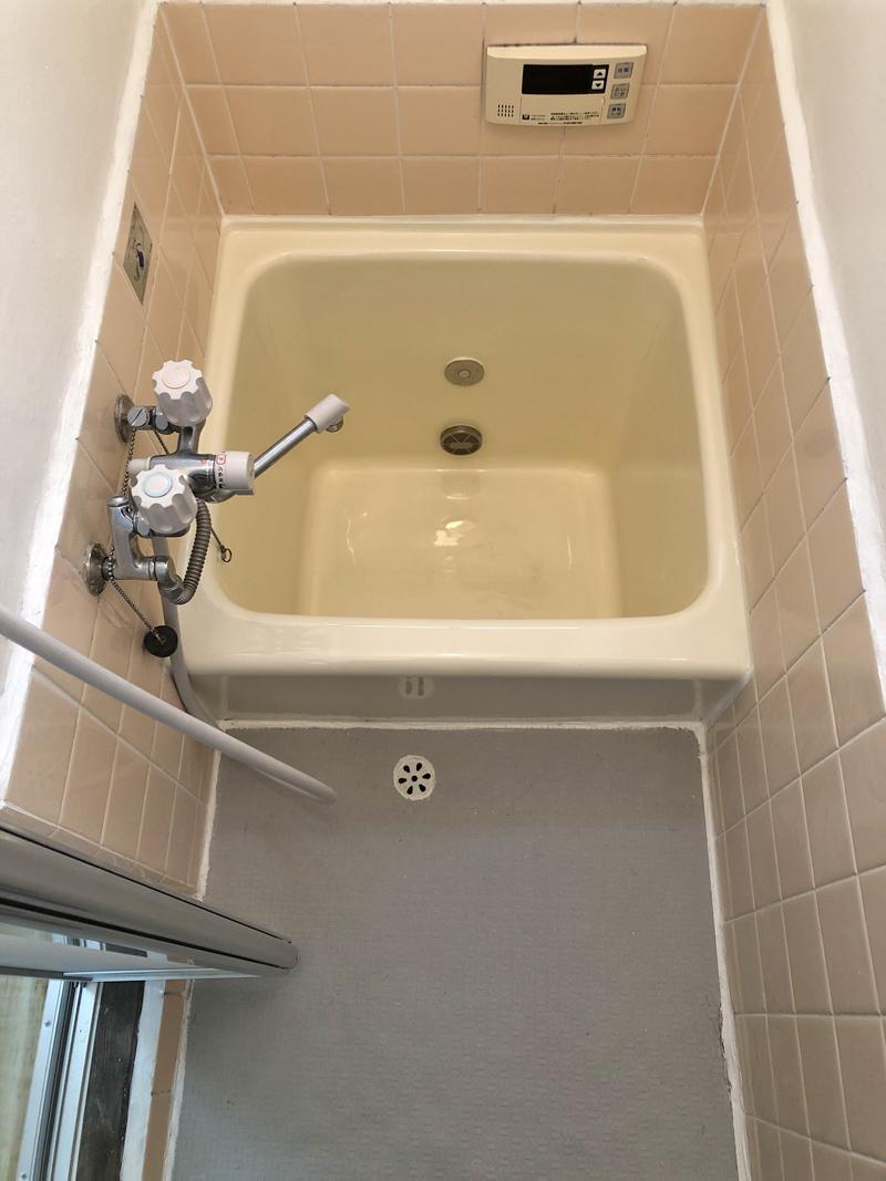 サイズは小さいですが、風呂自動に追い炊きまでついている浴室