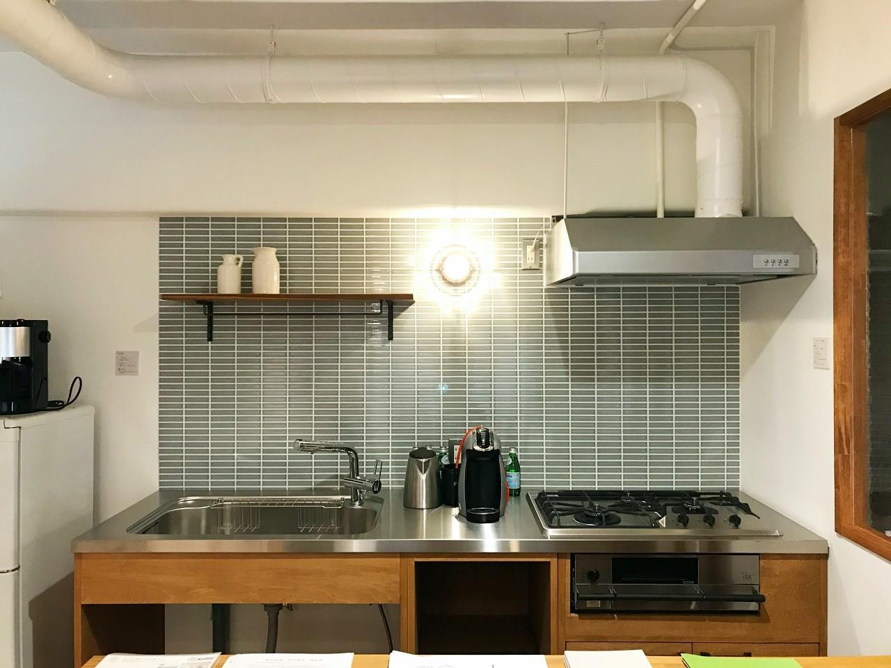 造作キッチンにはタイルが相性良いですね