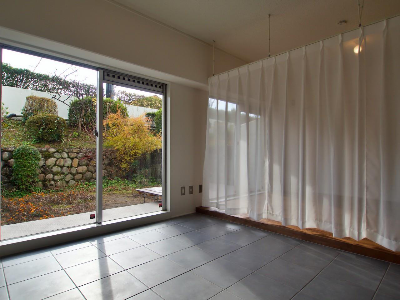 広い空間ですが、カーテンや家具でゆるく間仕切ることも