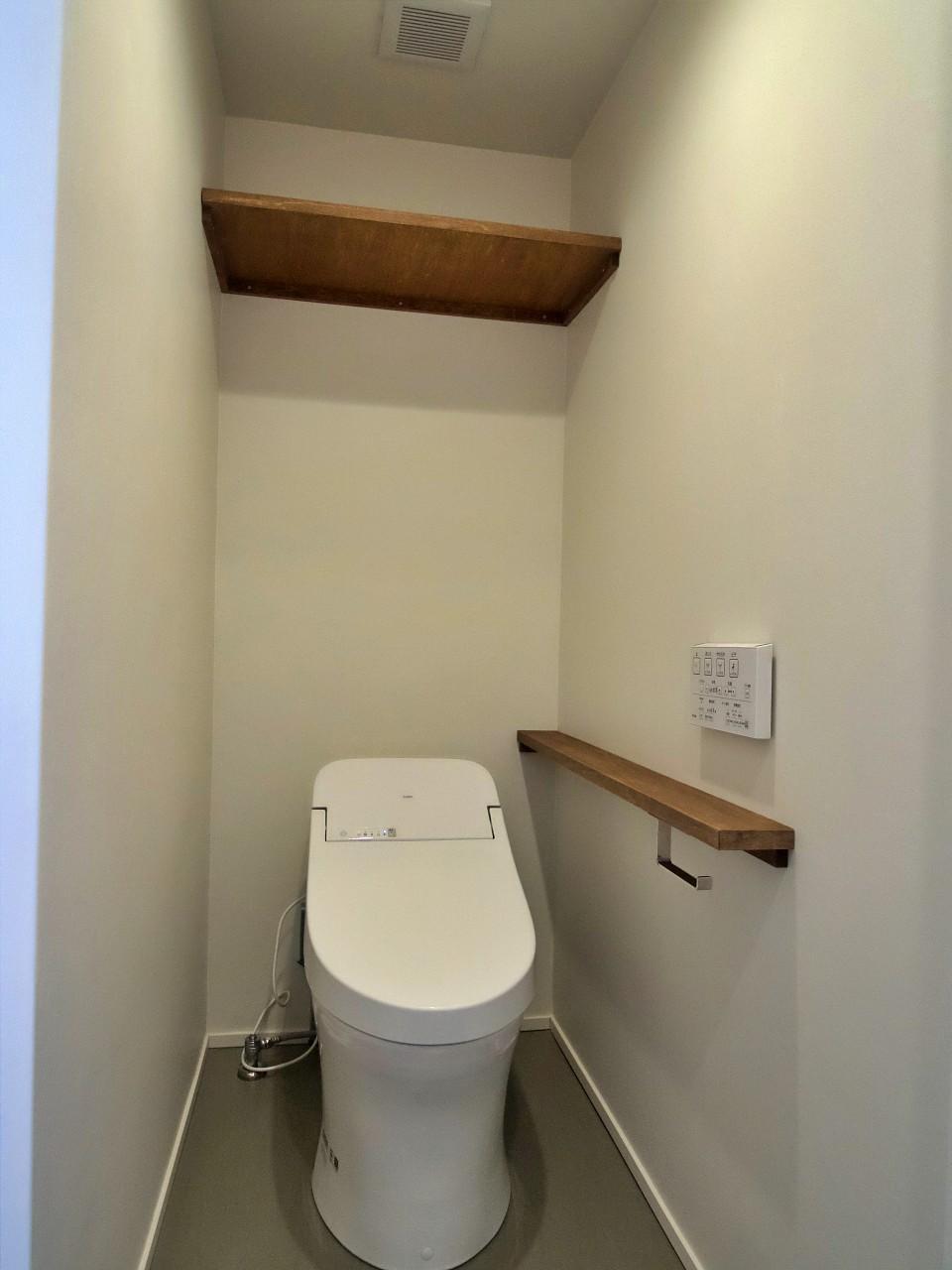 スッキリしたタンクレスのトイレ
