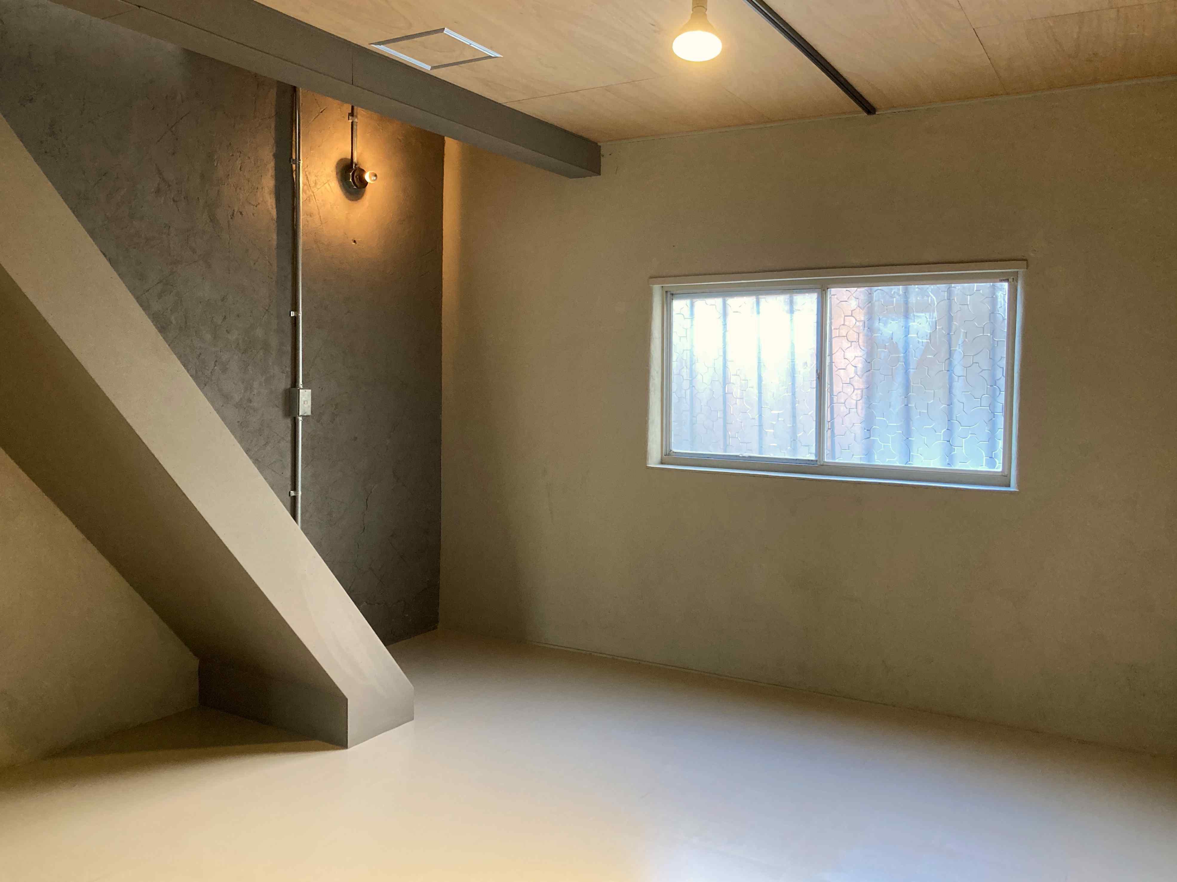 奥のフリールーム、壁や天井はカスタマイズも可