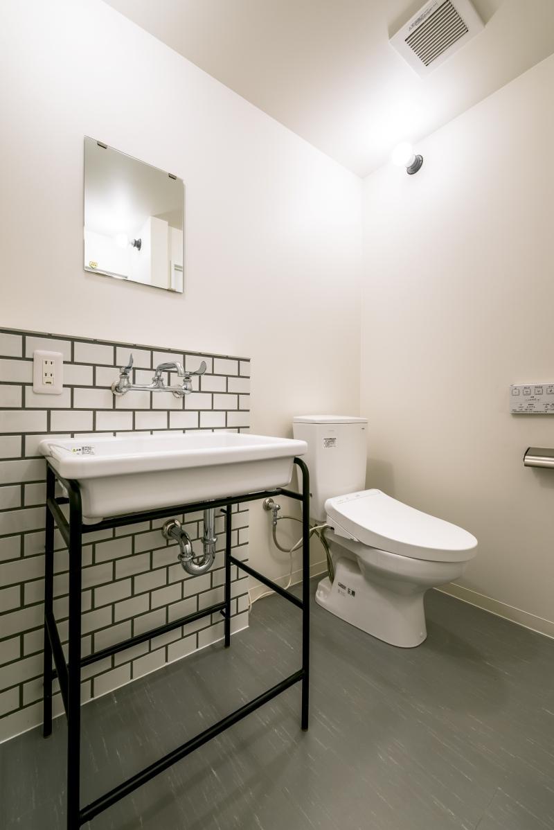 洗面とトイレは一室にまとまっています。