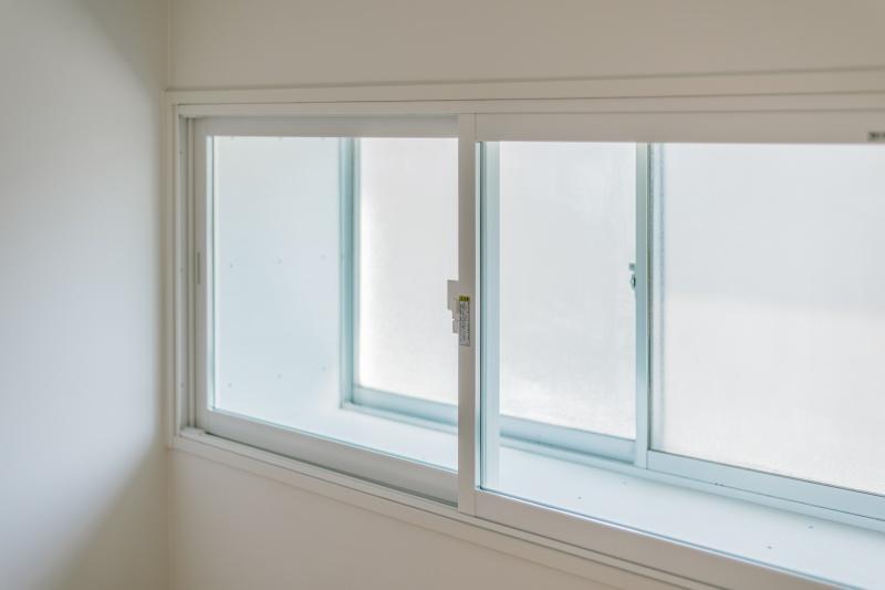 既存サッシの内側、二重窓で断熱仕様