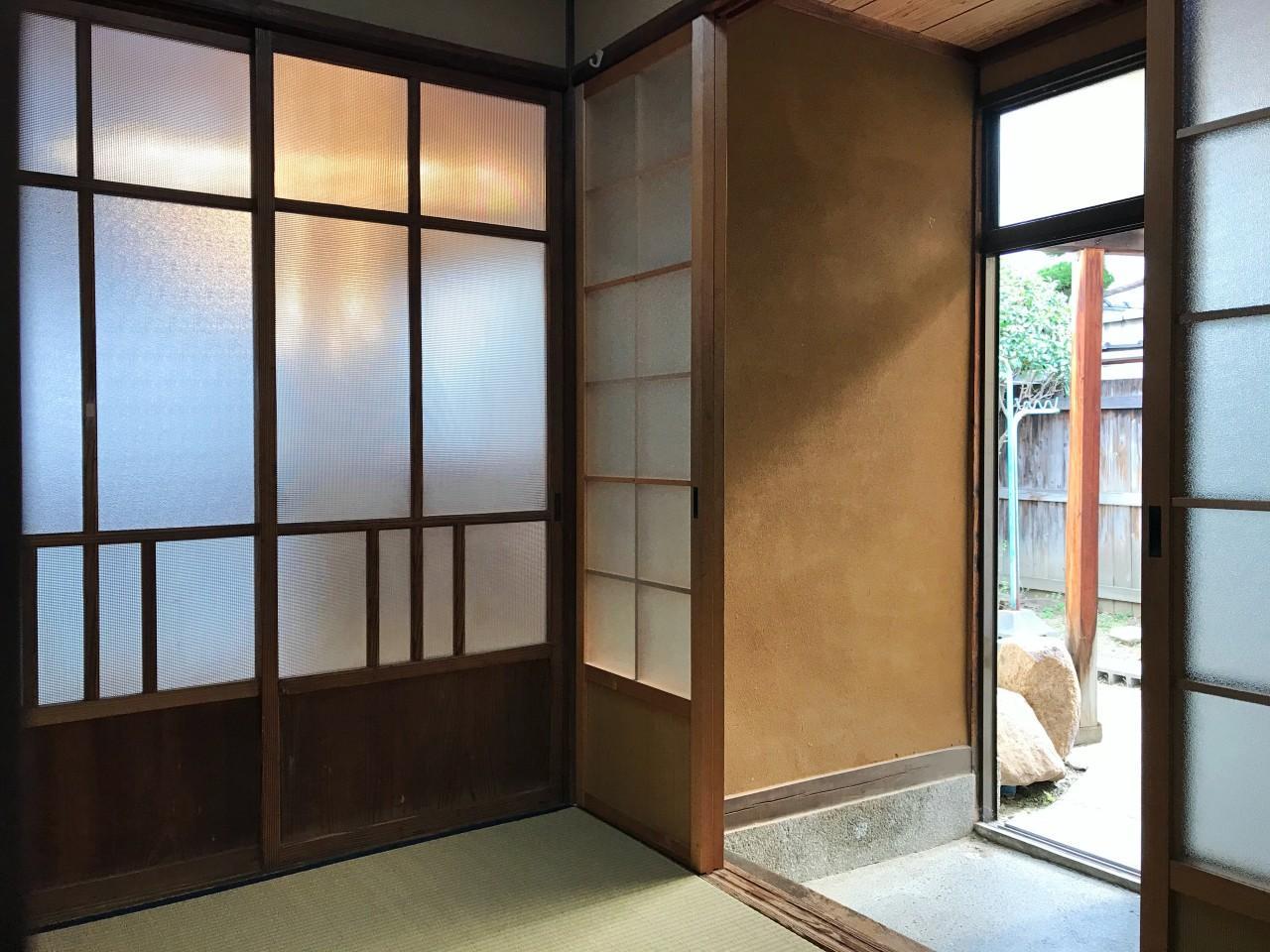 これぞ昭和レトロ、という玄関