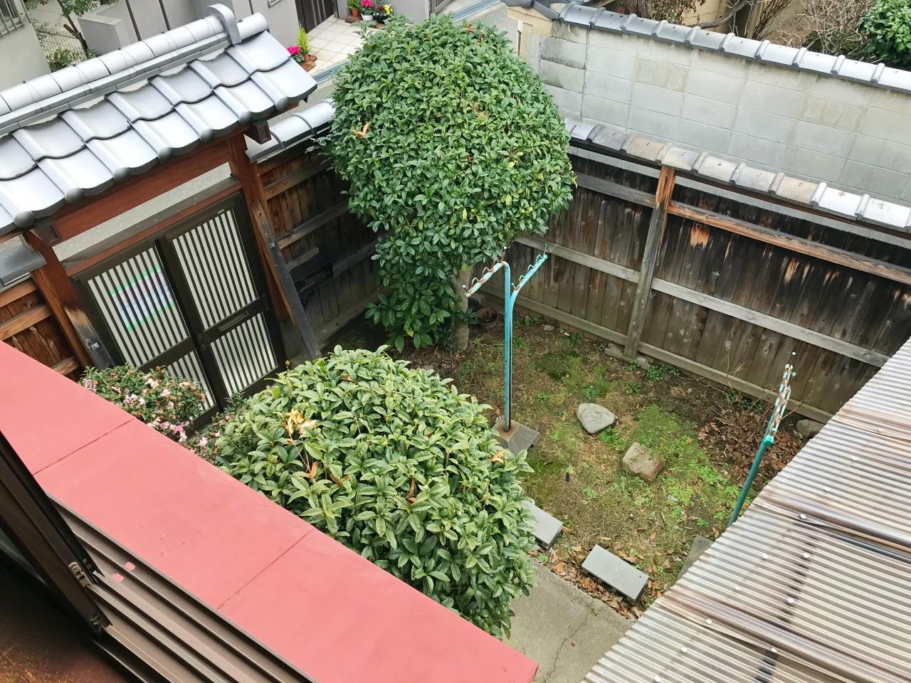 2階から望む前庭