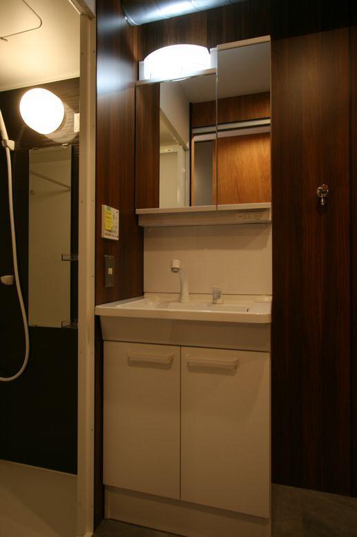 洗面台も機能的な機器が備わっています