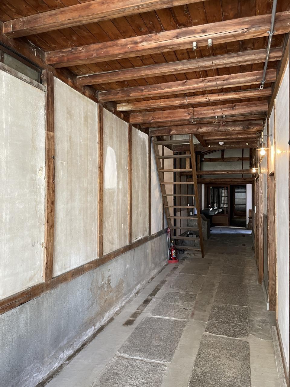 共用部廊下は昭和初期の趣がそのまま残されています
