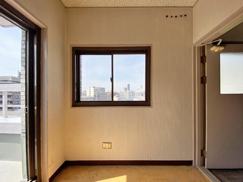 共用屋上の入り口横のドアから入ります。