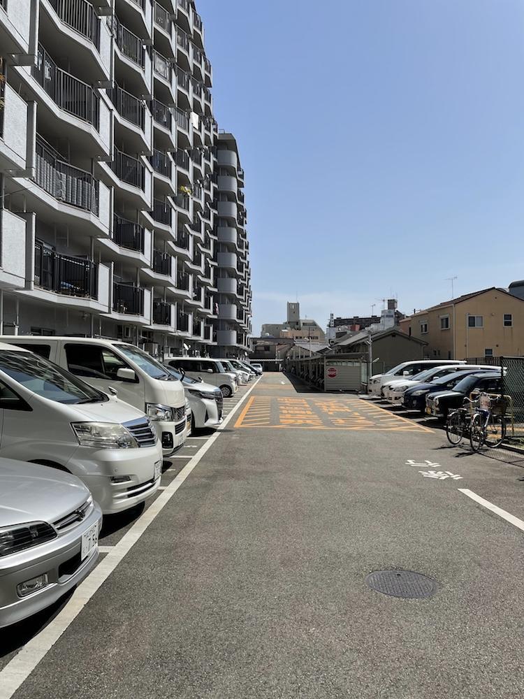 駐車場。専用使用権がついているのでそのまま使用いただけます(管理費月額3500円)