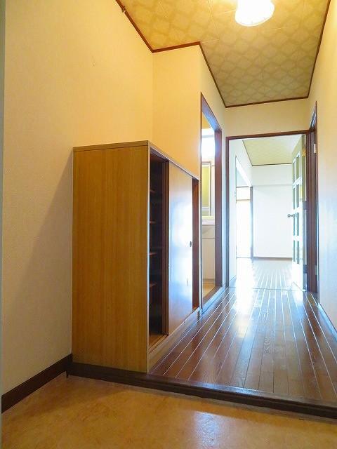 玄関 土間を広げて広々とした空間はいかがでしょうか