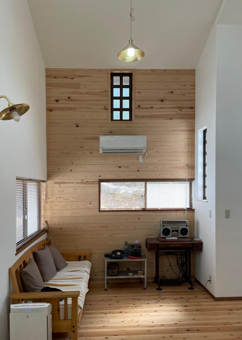 壁にも無垢材を使用し温もりのある空間に