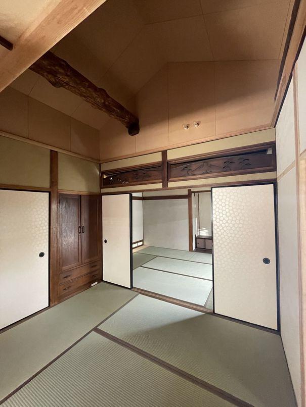 和室4.5畳間。現しになった梁が迫力満点です