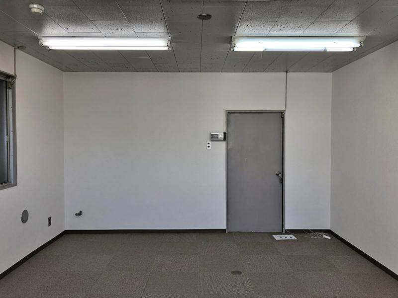 室内は至ってありきたりなオフィス