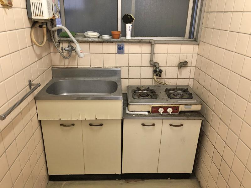 年季の入った共有湯沸室