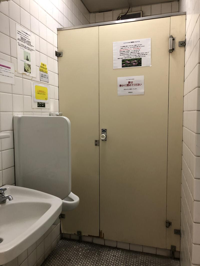 トイレはフロアで男女別に分かれています。