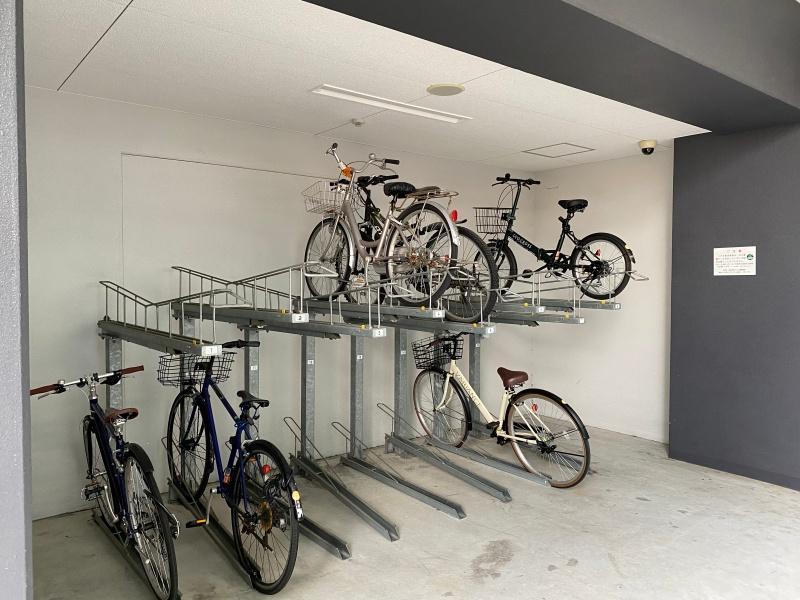 駐輪場有り。リバーサイドはサイクリングもおすすめ。