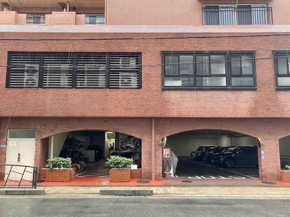 1階の駐車場に入るアーチがなんともかわいい。