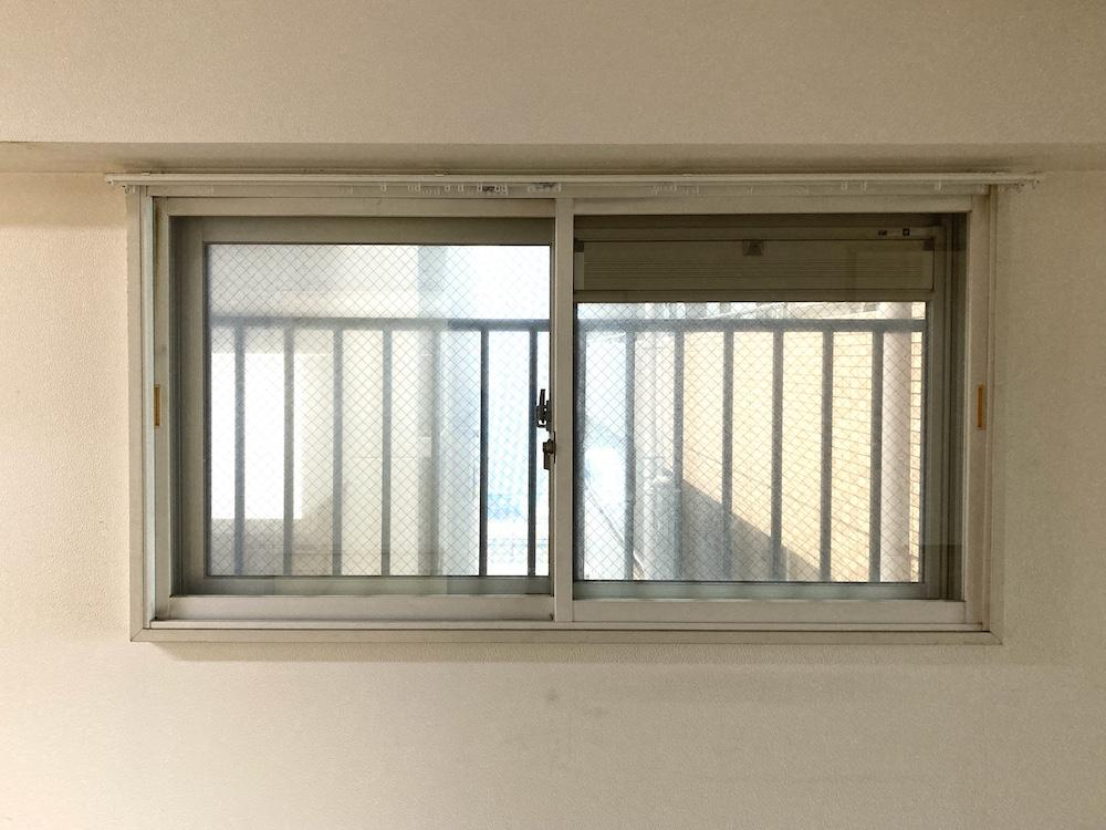 東側の窓も二重サッシになっています。