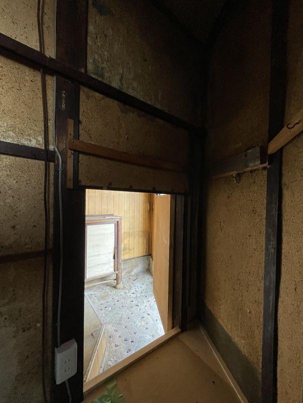 玄関に繋がる謎の入り口