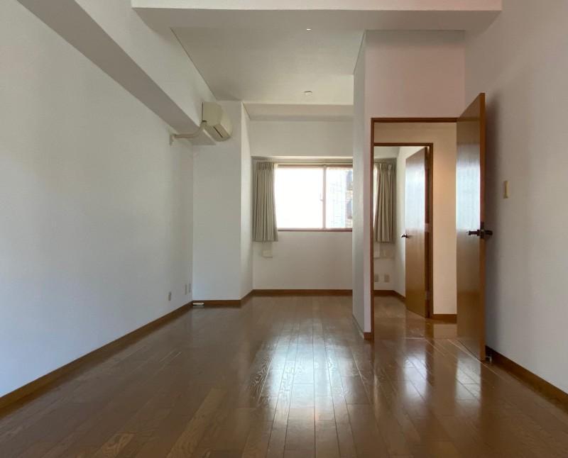 家具などで2部屋に分けられます。