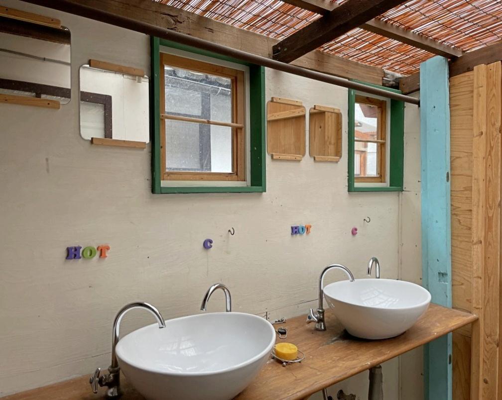 洗面所は可愛らしく、広さもあって使い勝手良し