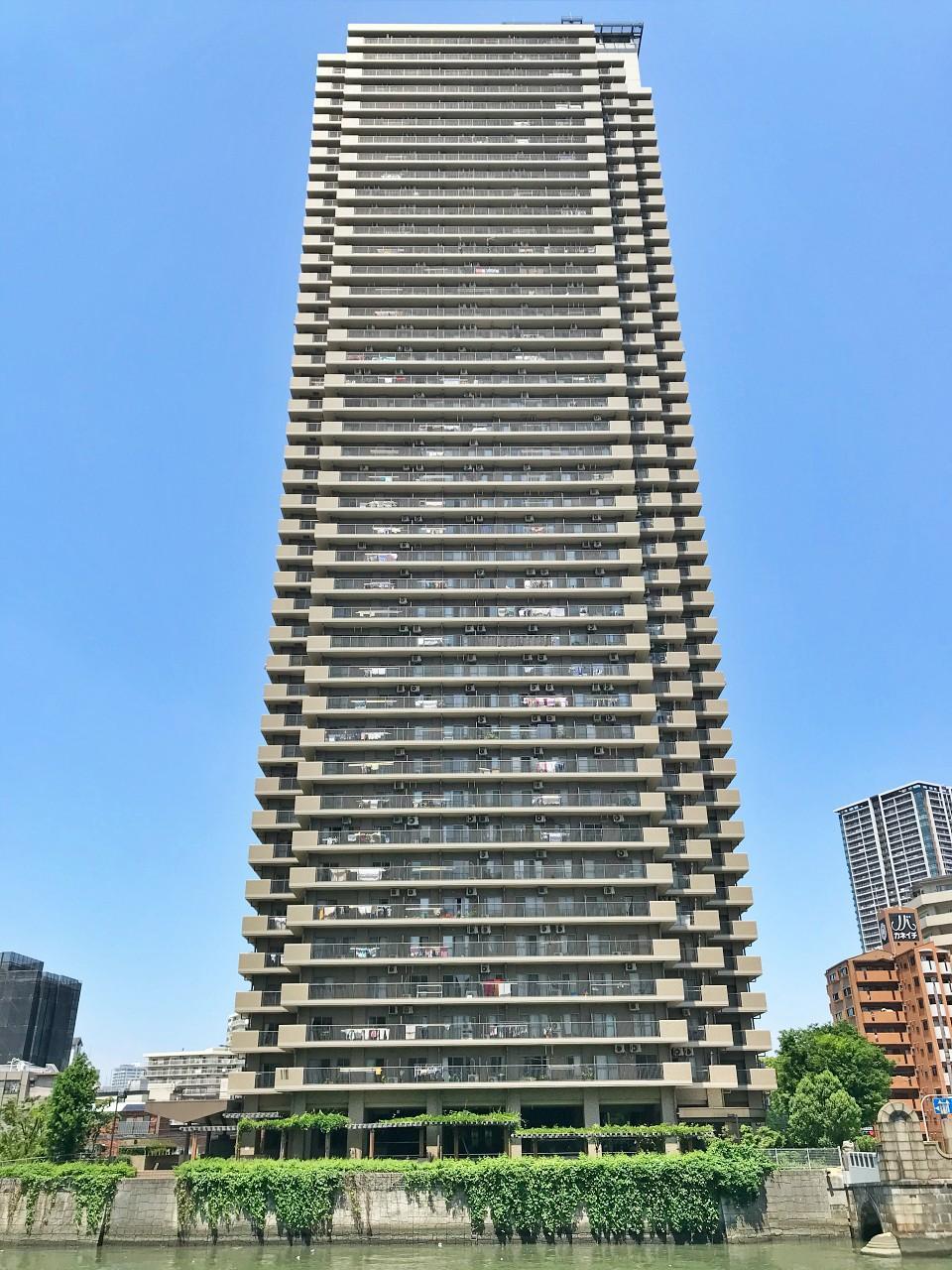 43階建、塔の名にふさわしいマンション