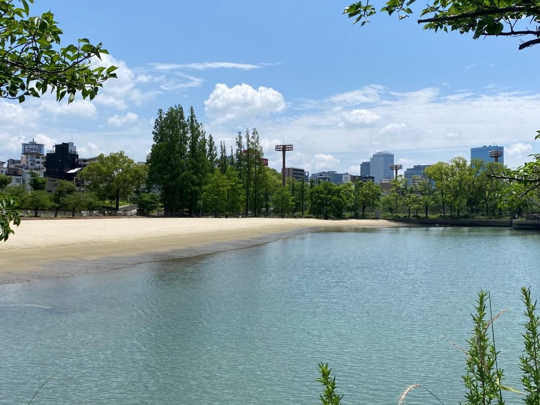 物件から徒歩1分で着くリバービーチ。優雅にピクニックが出来ます。