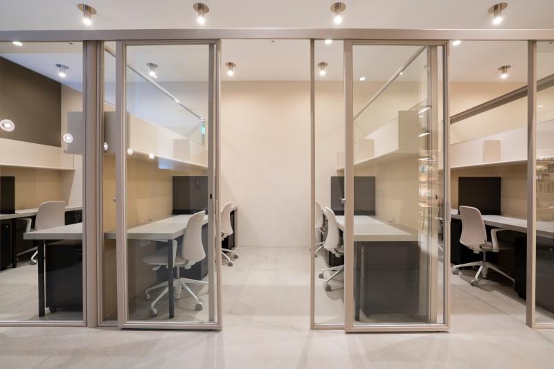 個室になった「PRIVATE OFFICE」、オープンなので表現する場としても機能しそう