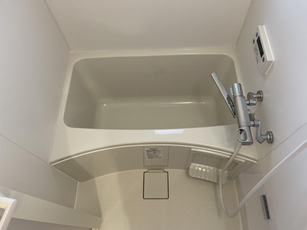 浴室は1-2人暮らしには充分な広さ