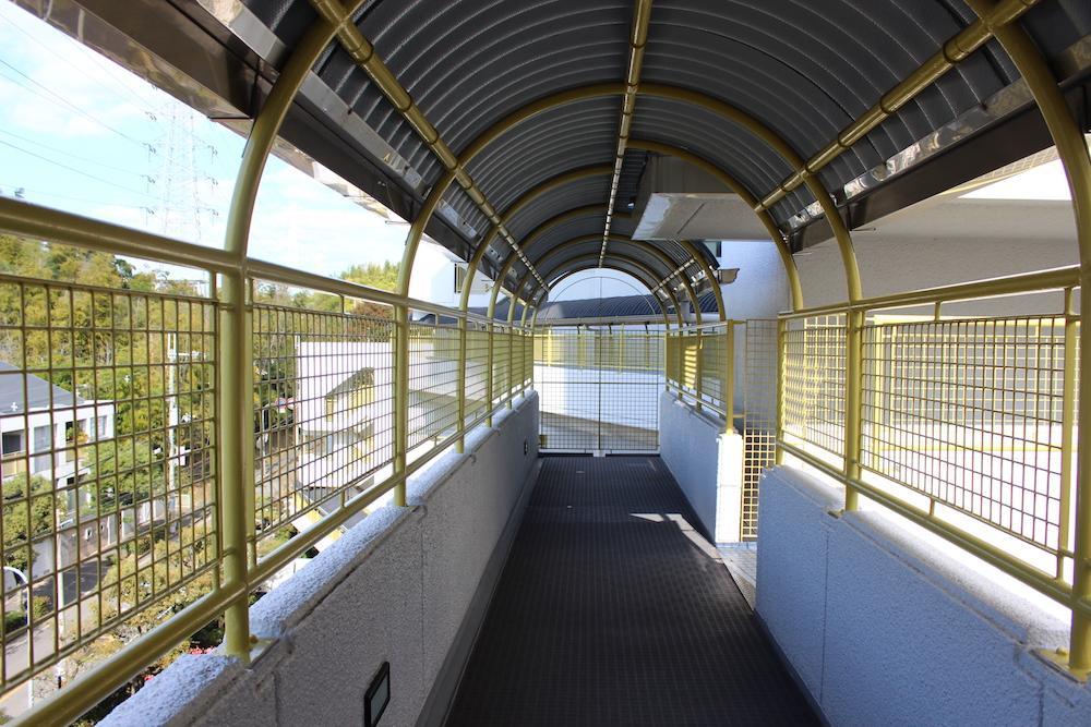 入り組んだ廊下の先に【リノベの素材に】 (吹田市千里山西4丁目39の物件) - 大阪R不動産