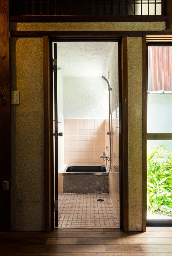 浴室はコンパクトです