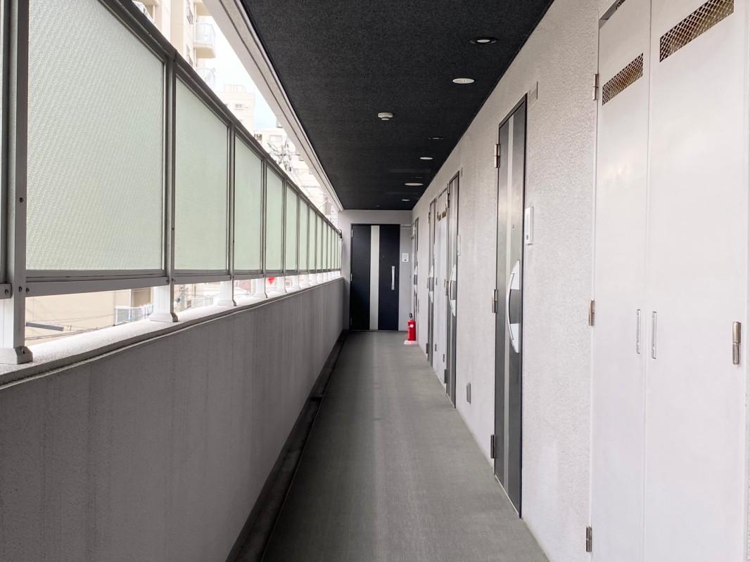 共用廊下、清潔に保たれています。