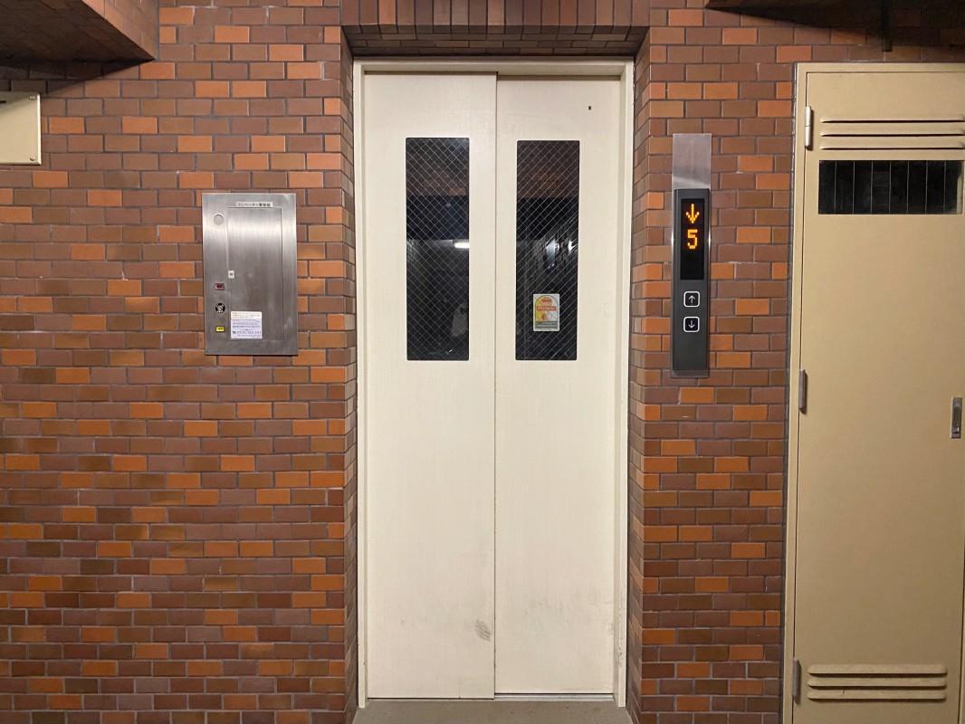 共用エレベーター