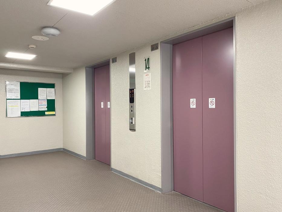 共用エレベーター、2基あるので朝のラッシュも安心。