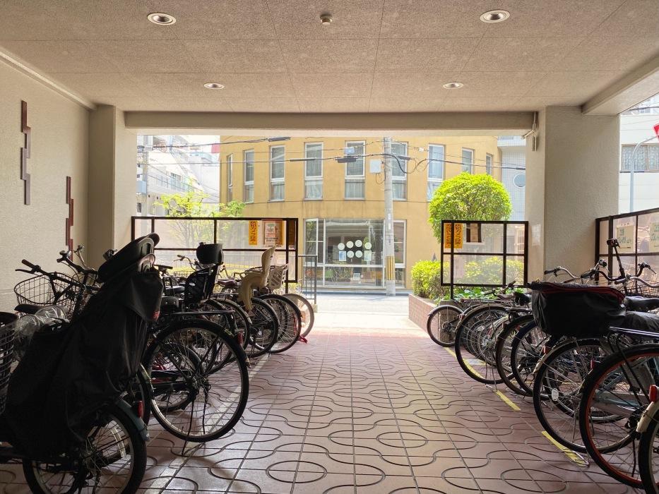 共用駐輪場。この建物は自転車ユーザーが多めです。