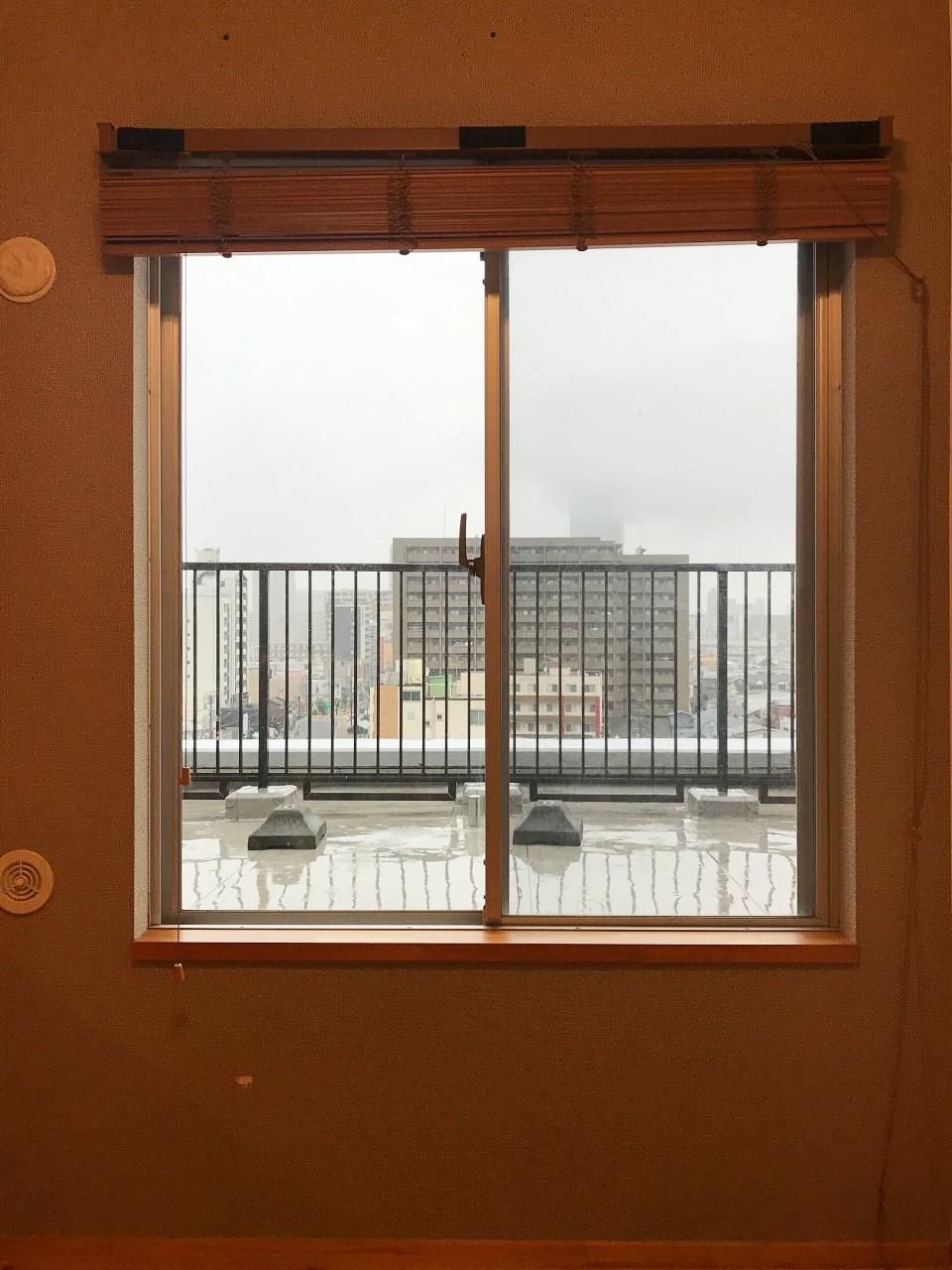 同じ目線でリビングから。この窓からもルーフテラスに出られます