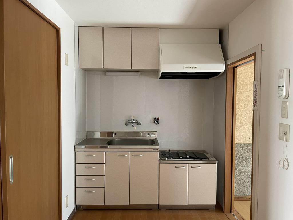 キッチン。置き型のガスコンロを設置していただけます