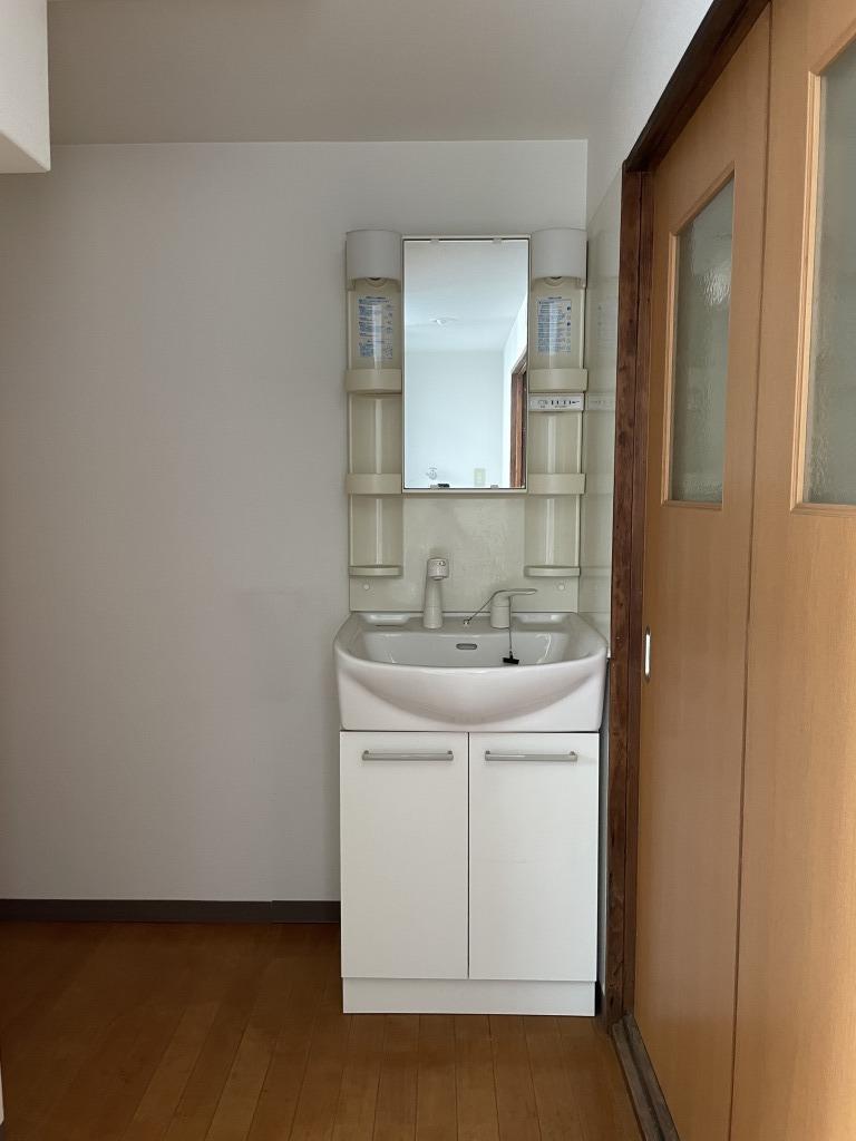 洗面スペースも充分な広さ