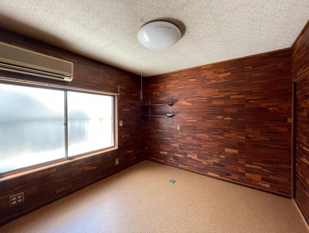 2Fの洋室、床はクッションフロアです