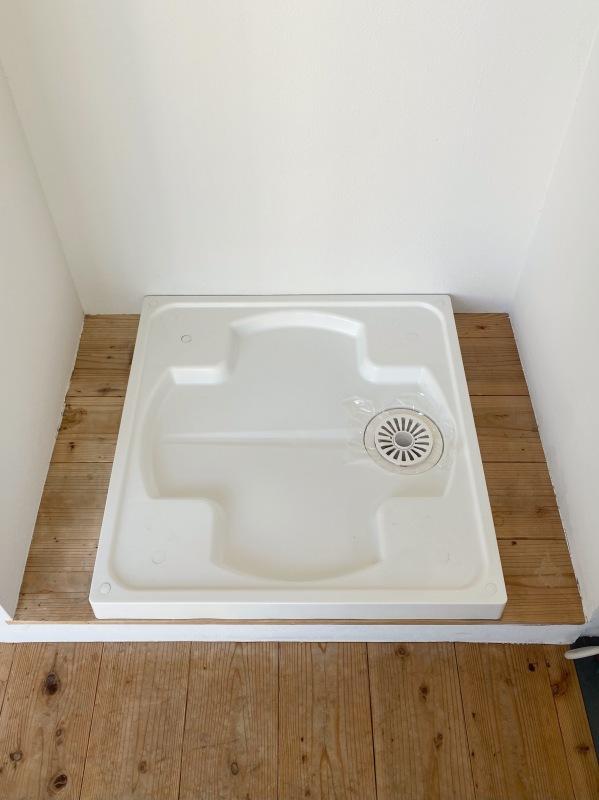 木のぬくもりを感じる室内洗濯機置き場。