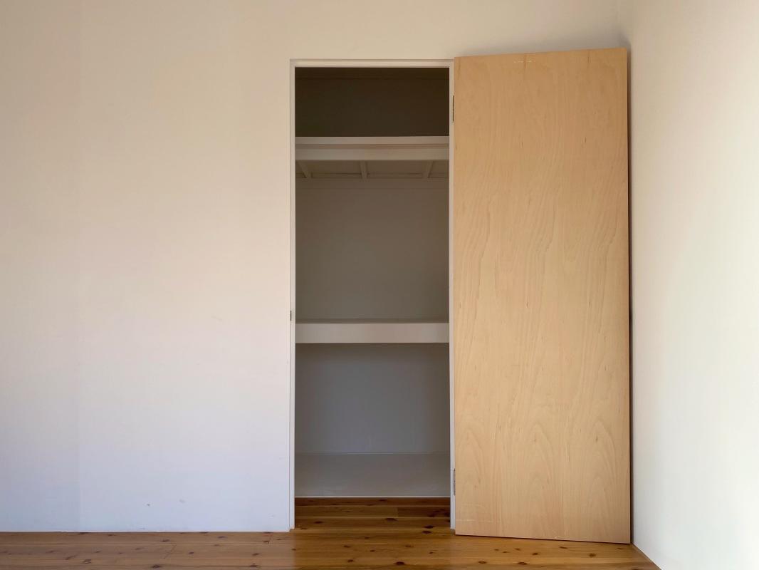 壁の裏にも収納が隠れています。