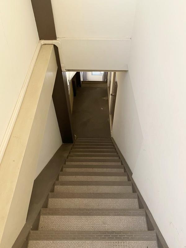 4階まで続く直階段。毎日が山登り気分。