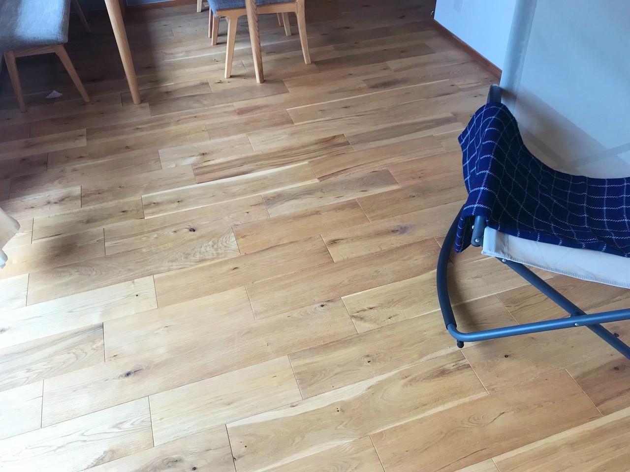床はオーク材です